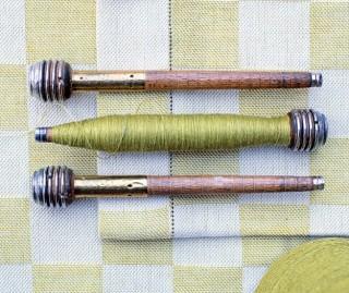 D'anciens outils servent encore aujourd'hui à la confection de superbes tissus.