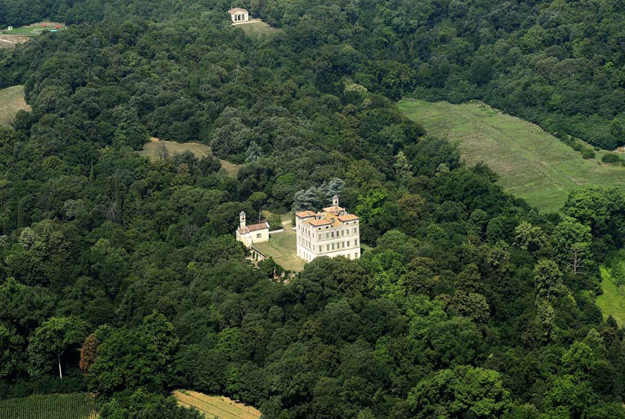 Villa Frassanelle surrounded by its park, small house on the edge of picture is Tempietto, a lovely house for 4 for rent