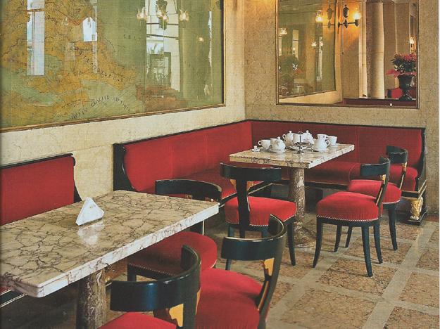 Weiß, Rot und Grün. Die Café-einrichtung ist den Nationalfarben Italiens gewidmet.