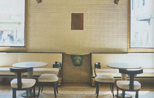 In der Sala Bianca, dem Weißen Salon, beeinducken einzigartige Design-Details.
