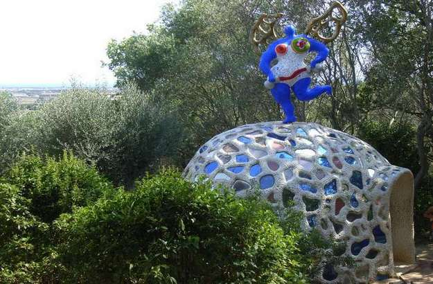 A flight of fancy in tuscany niki de saint phalle s - Niki de saint phalle tarot garden ...