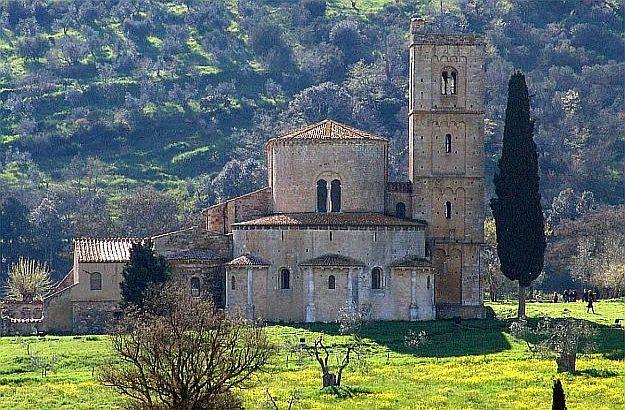 Sant'Antimo im Fruehling