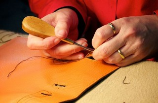 Hand sewing of a bag
