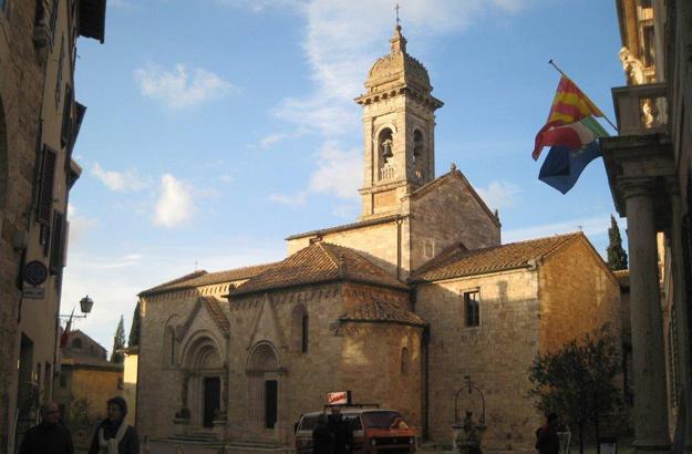 Die Kirche Collegiata von San Quirico ist wunderschön ausgeschmückt.
