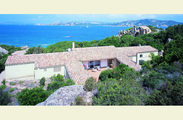 a perfect place for undisturbed reading: the villa dell'Orso on the northern tip of Sardinia.
