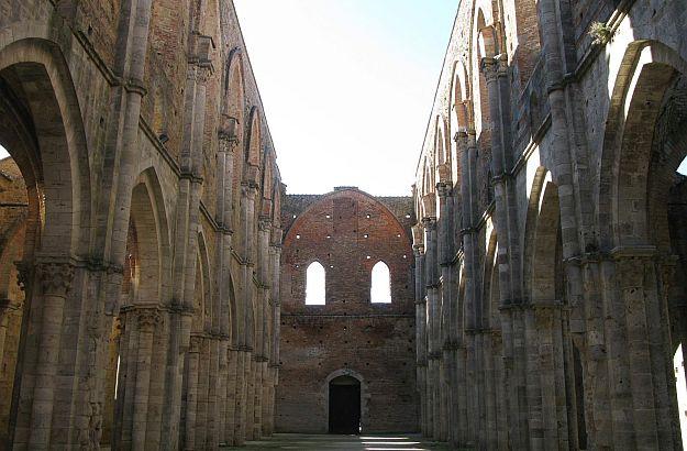 San Galgano abbey no roof