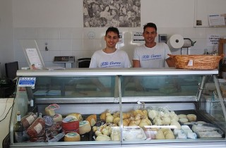 Die beiden Corso-Brüder, Andrea und Francesco, heißen uns mit einem Lächeln willkommen.