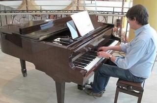 Hier seziert er Chopin: Alan Rusbridger, der Chefredakteur des Guardian…