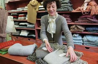 Renata, eine der beiden Gründerinnen, ist besonders stolz auf ihre Kreationen.