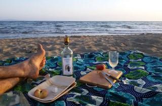 Picknick am Strand, nach einem erfrischenden Bad in den Wellen.
