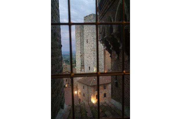Hier zwei der noch erhaltenen 15 mittelalterlichen Türme.