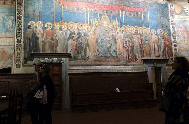 Im städtischen Museum, in der Sala Dante, findet man die Maestà von Lippo Memmi