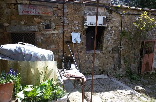An old traditional wood-fired bread oven, in the vicinity of Montalcino.