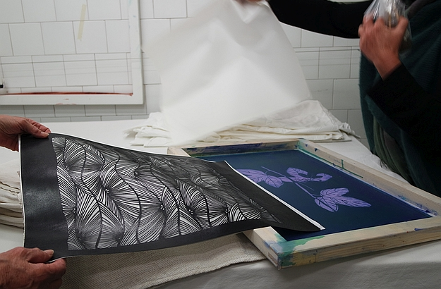 Francesca draws or hand-prints her own designs on cotton, hemp or linen.