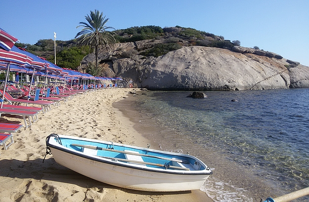 From Giglio Porto you can easily hike to one of the nearby beaches.