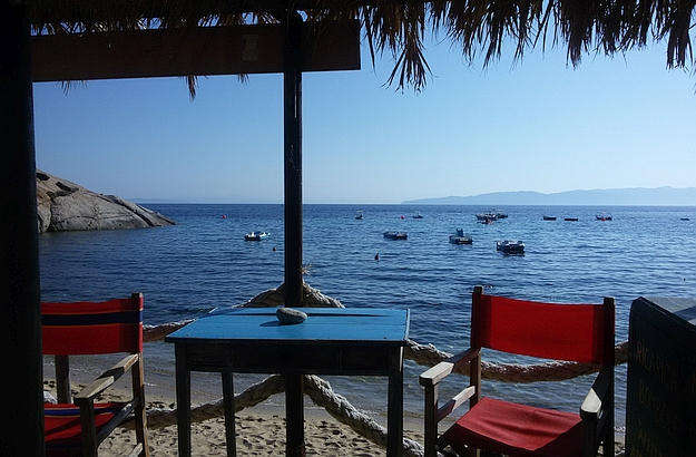 How about having a nice aperitivo on the lovely Arenella beach?