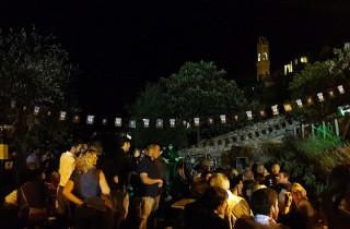 Unter den Sternes von Montalcino feiert man ausgelassen die ganze Nacht.