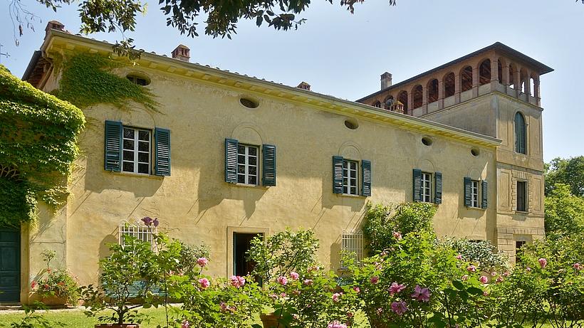 La villa Gioli est une villa patricienne située dans un domaine en hauteur dans un paysage idyllique et valloné.