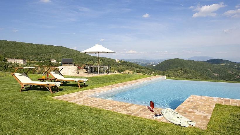 villa torre exklusives ferienhaus in umbrien mit pool zu mieten. Black Bedroom Furniture Sets. Home Design Ideas
